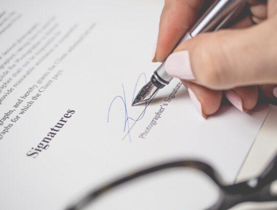 Na czym polega umowa faktoringu?